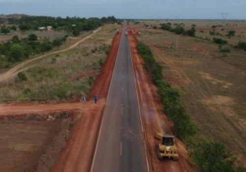 BR-174 NORTE RECEBE OBRA DE CONSTRUÇÃO DOS ACOSTAMENTOS